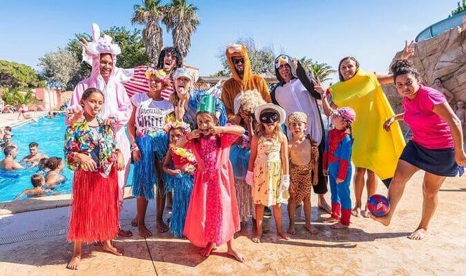 Enfants déguisés au club enfants