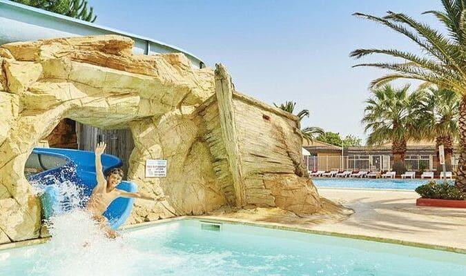 Toboggan aquatique de la piscine